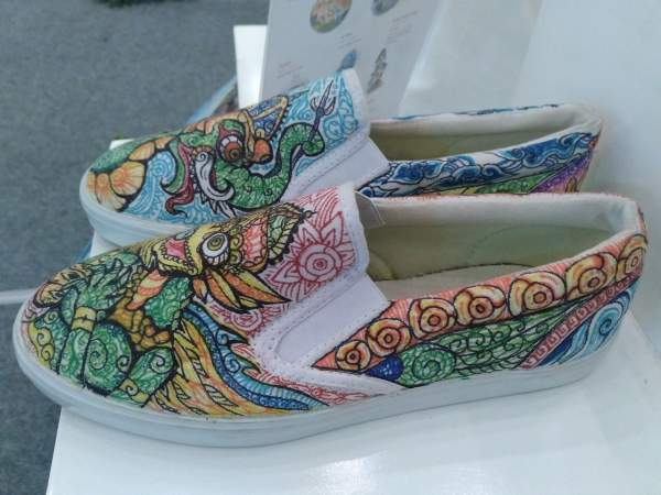 Creative Marker on Canvas media sepatu